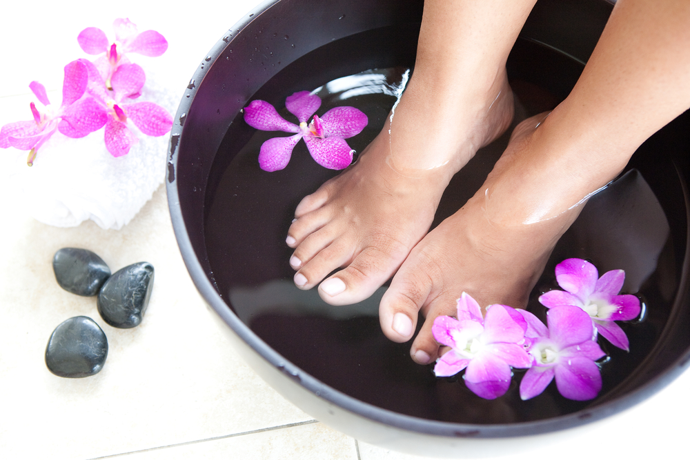 How to DIY a Detox Foot Soak